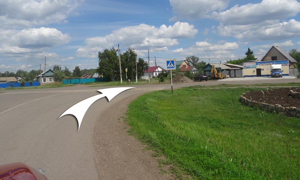 У перекрестка с улицы Ватутина поверните направо на Маяковского