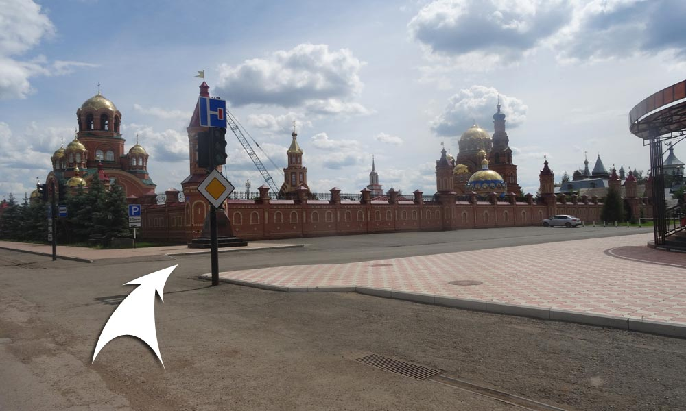 Двигаясь прямо по ул. Комсомольская вы увидите Свято-Троицкую Симеонову Обитель Милосердия.