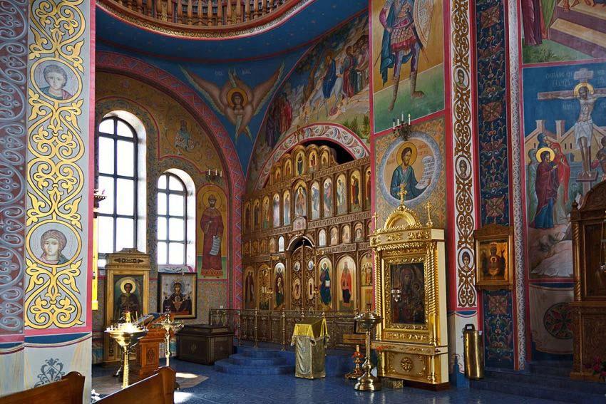 Обзорная экскурсия по храмам Свято-Троицкой Обители